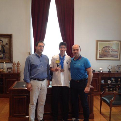 Αθλητή που διακρίθηκε στο Παγκόσμιο Πρωτάθλημα Καράτε Κωφών υποδέχτηκε ο Δήμαρχος Βέροιας