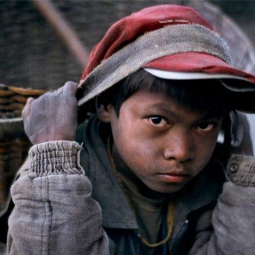 """Η ειρωνική Guardian, η παιδική εργασία και οι """"συμβάσεις μηδενικών ωρών"""""""