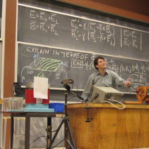 Ερωτόκριτος Κατσαβουνίδης. Επιβεβαιώνοντας τον Αϊνστάιν, με τον αγώνα, την αγωνία και το πάθος της έρευνας - Συνέντευξη του ερευνητή του ΜΙΤ