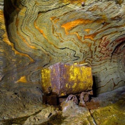 Μοναδικές εικόνες μέσα σε ένα εγκαταλελειμμένο ορυχείο της Ρωσίας