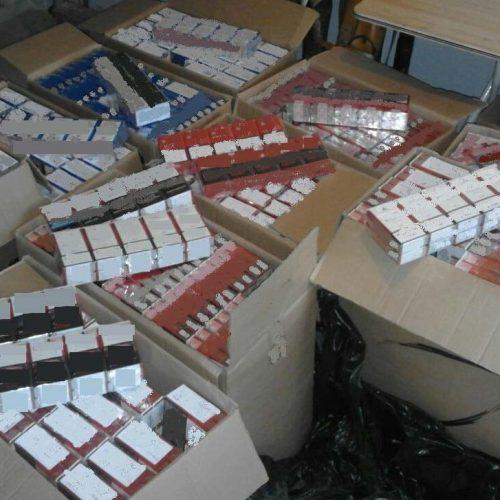 Συνελήφθη   για κατοχή  5.000 πακέτων λαθραίων τσιγάρων
