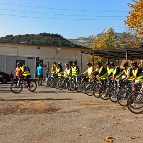 Πρόσφυγες περιηγήθηκαν με ποδήλατα στη Βέροια, από το Ανθρώπινο Δυναμικό και την InterSOS