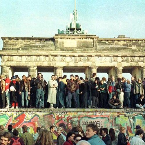 """""""Για το Τείχος του Βερολίνου"""" γράφει ο Νίκος Μπογιόπουλος"""