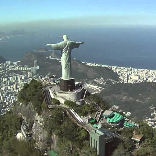 Εννιά στους δέκα Βραζιλιάνους αποδίδουν την οικονομική τους κατάσταση στον Θεό