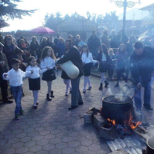 """Παραδοσιακές """"Τσιγαρίδες"""" στο Δίον Πιερίας, ένα από τα παλαιότερα έθιμα των Χριστουγέννων"""