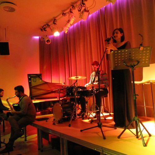 Εκπλήξεις της τζαζ από την μπάντα των balsam blue στη Δημόσια Βιβλιοθήκη της Βέροιας