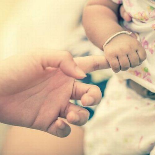 """""""Πούλησαν"""" νεογέννητο βρέφος - Εξακριβώθηκε η δράση της συμμορίας"""