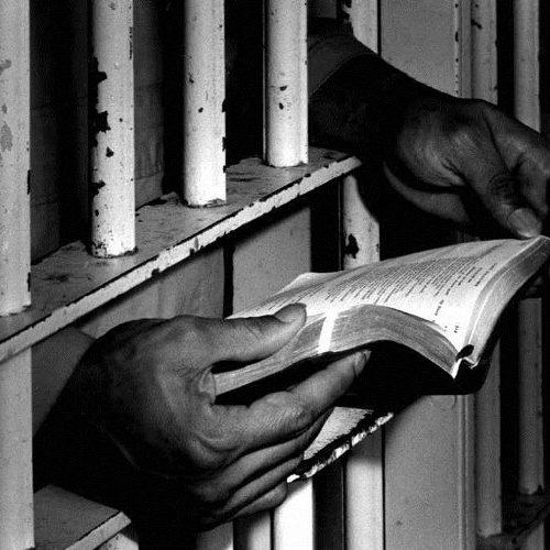 """""""Σας παρακαλώ βάλτε με στη φυλακή"""" γράφει ο Άρης Χατζηστεφάνου"""