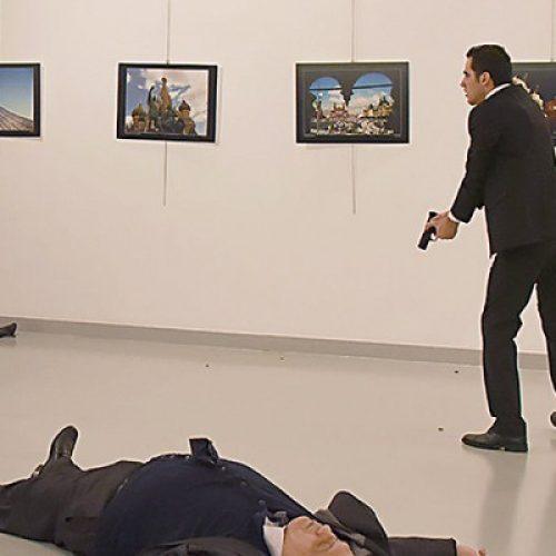 Εν ψυχρώ δολοφονία του Ρώσου πρέσβη στην Άγκυρα