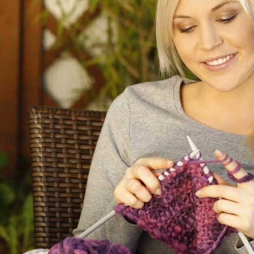 Nευρολόγος εξηγεί γιατί το πλέξιμο είναι καλό για τον εγκέφαλο