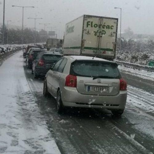 Απαγορεύσεις κυκλοφορίας οχημάτων άνω των 3,5 τόνων στην ΠΑΘΕ λόγω χιονόπτωσης - παγετού