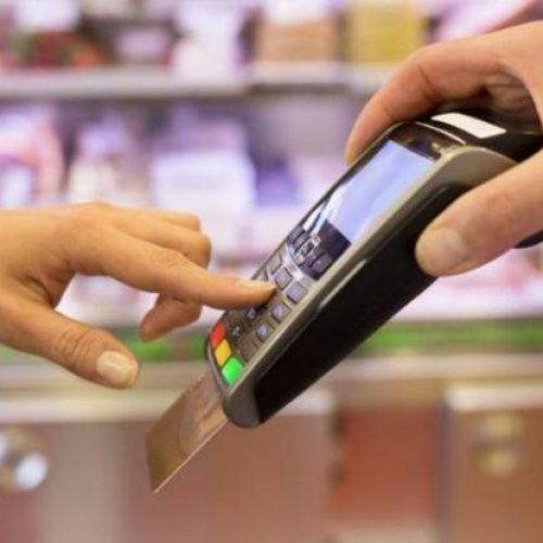 """""""Πλαστικό χρήμα"""": ΔΕΚΟ και τηλεφωνία θα μετράνε στο χτίσιμο του αφορολόγητου"""