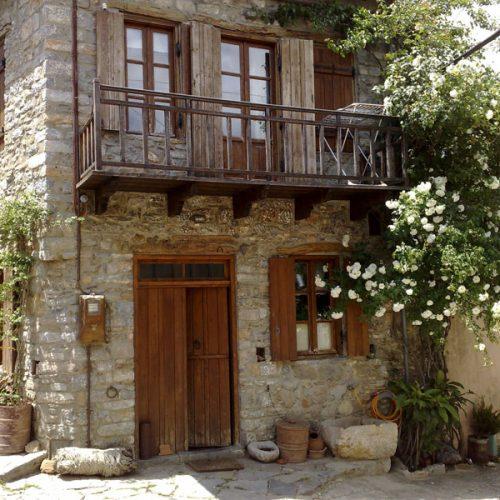 """""""Αύριο ποιοι θα έχουν σπίτια  και περιουσίες στην Ελλάδα;"""" γράφει ο Δημήτρης Τσιμούρας"""