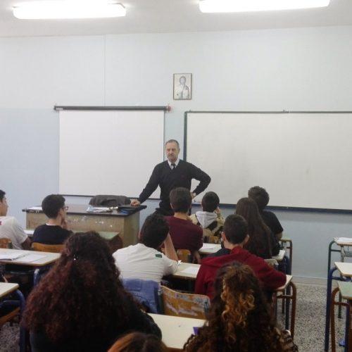 Ο ποιητής  Δημήτρης Καρασάββας στο 3ο Γυμνάσιο Βέροιας με αφορμή τον εορτασμό της Ημέρας της Ποίησης