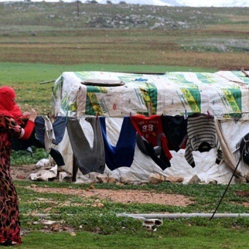 Guardian: Για κάθε 100 δολάρια που παίρνει η Ελλάδα για το προσφυγικό τα 70 χάνονται