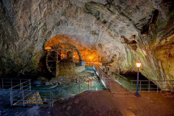 Σπήλαιο και Αγγίτης ποταμός