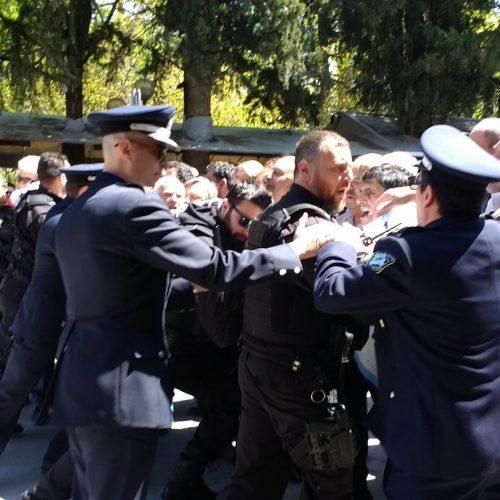 """""""Τι θα έλεγαν σήμερα  οι ήρωες  του Ολοκαυτώματος της Νάουσας για το πολιτικό προσωπικό των δανειστών;"""" γράφει ο Τεύκρος"""