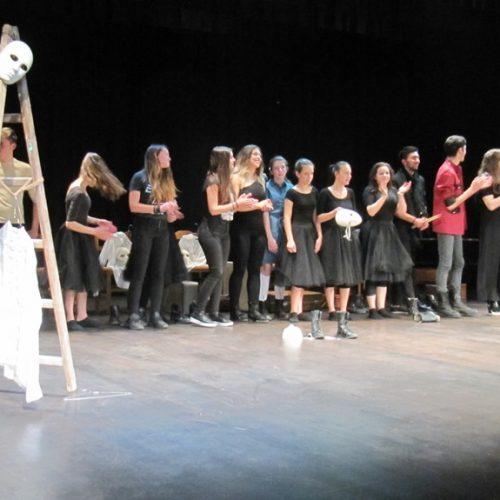 """""""Ένα πουκάμισο αδειανό"""". Μια εμπνευσμένη παράσταση, αφιέρωμα στα παιδιά του πολέμου, η βραβευμένη της 5ης Θεατρικής Άνοιξης"""