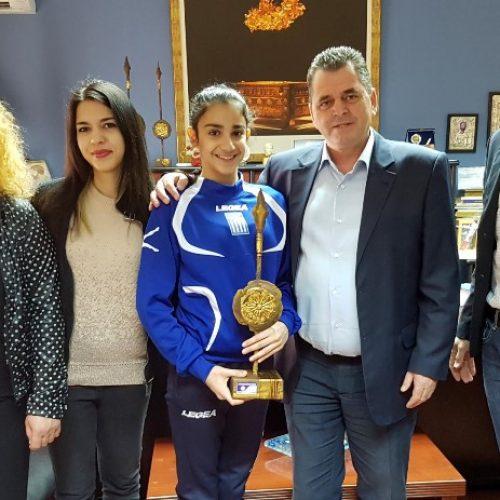 Την πρωταθλήτρια της ρυθμικής γυμναστικής Δήμητρα Παπανώτα υποδέχθηκε ο αντιπεριφερειάρχης Ημαθίας