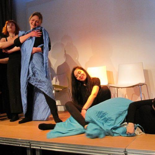 """Μια πρωτοποριακή προσέγγιση του """"θυμού"""" μέσα από το playback θέατρο, που εντυπωσίασε στη Δημόσια Βιβλιοθήκη της Βέροιας"""