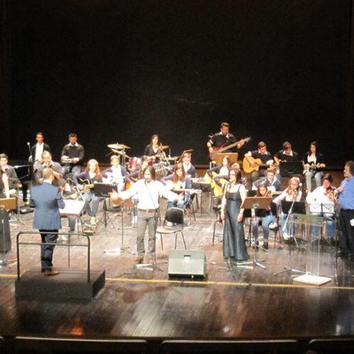 Ο Βασίλης Λέκκας στη Βέροια, με την Ορχήστρα Νέων  του  Δίου, τραγουδώντας την Ελλάδα του καημού και της ποίησης