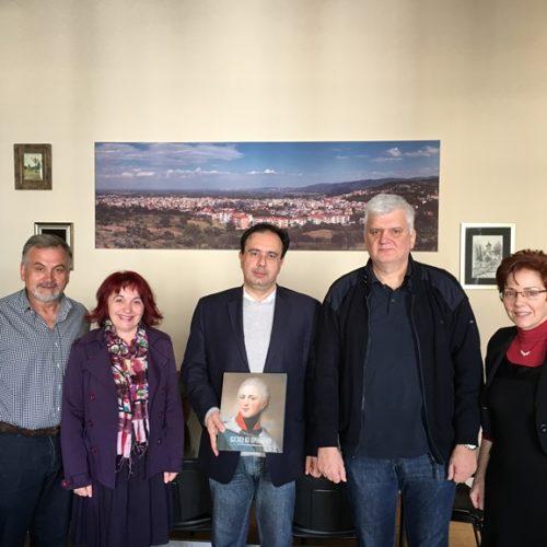 Η Εκπαιδευτική Ομάδα του 4ου Λυκείου που επισκέφτηκε το Πούσκιν της Αγίας Πετρούπολης στο Δήμαρχο Βέροιας