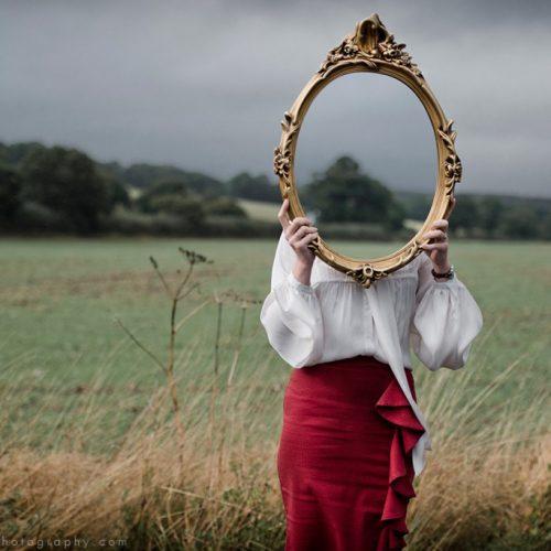 """""""Σκόρπιες σκέψεις σε σειρά"""" γράφει η Τζωρτζίνα Αθανασίου"""