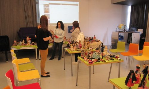 Κούκλες απ' όλο τον κόσμο  αποτυπώνουν  στοιχεία πολιτισμού στη   Δημόσια Βιβλιοθήκη  Βέροιας