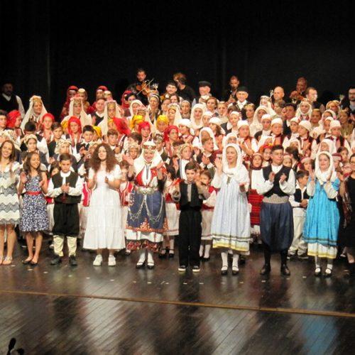 """Το Λύκειο Ελληνίδων Βέροιας άνοιξε το """"μπαούλο με τις θύμησες"""" σε μια παράσταση υψηλής ποιότητας"""