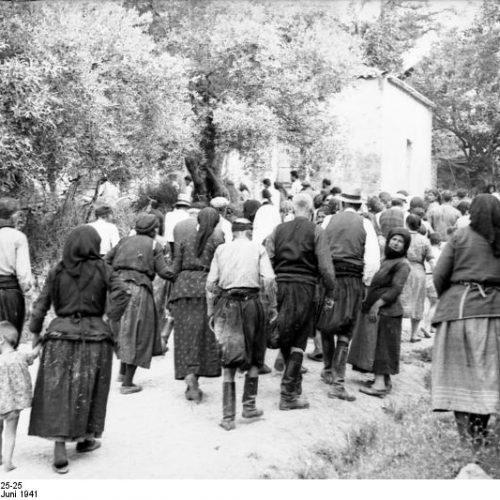 Καρέ - καρέ η σφαγή στο Κοντομαρί Χανίων από τους Γερμανούς - Η ιστορία του Franz Peter Weixler