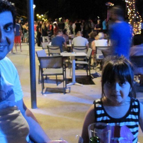 Πατέρας και κόρη απολαμβάνουν Αγγελάκα