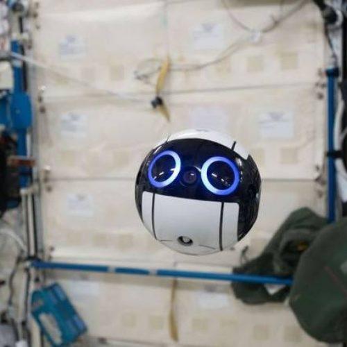 Oι πρώτες φωτογραφίες από drone σε Διεθνή Διαστημικό Σταθμό