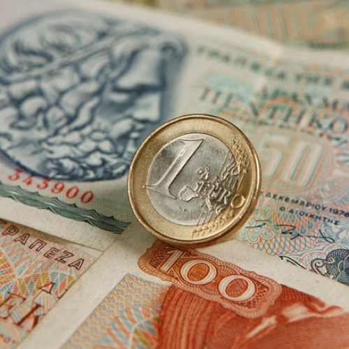 """""""Παράλληλο νόμισμα, παράλληλες πληρωμές και παράλληλες πραγματικότητες"""" γράφει ο Κώστας Λαπαβίτσας"""