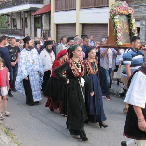 Ποτάμι  πιστών  στην περιφορά   της εικόνας της Παναγίας στο Σέλι