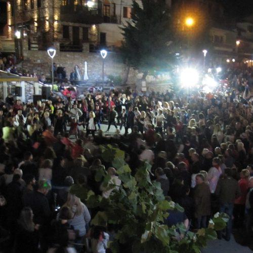 Ο Σύλλογος Βλάχων Βέροιας βούλιαξε την πλατεία στο Σέλι παραμονή Δεκαπενταύγουστου