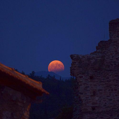 Η μαγεία της αυγουστιάτικης πανσέληνου  στον ελλαδικό ουρανό