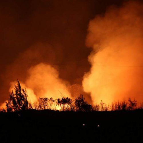 Μαίνεται η πυρκαγιά στον Κάλαμο: Κάηκαν πάνω από 20 σπίτια - Σε πύρινο κλοιό η Ζάκυνθος