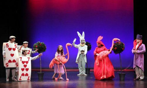 """""""Η Αλίκη στη χώρα των θαυμάτων"""". Βέροια, Θέατρο Άλσους,   Τρίτη 29 Αυγούστου"""