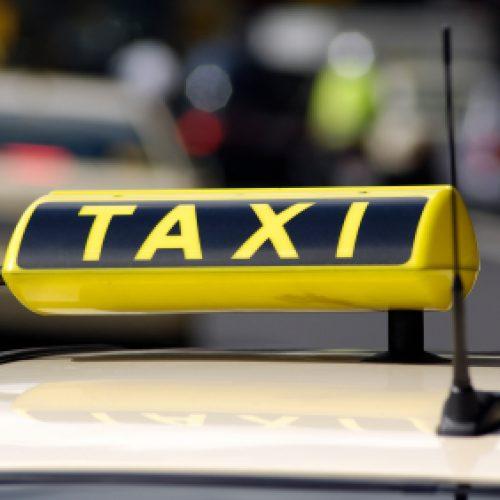 Aνήλικος έκλεψε μέσα από ταξί στη Βέροια
