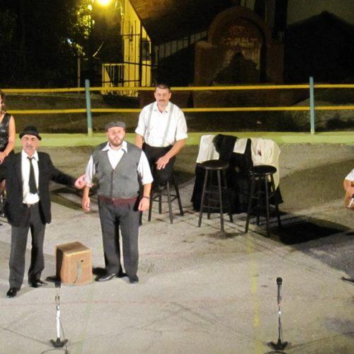 """ΔΗΠΕΘΕ Βέροιας """"Εις τους πέντε δρόμους"""". Μια γνήσια λαϊκή παράσταση με πλατιά απήχηση στο κοινό"""