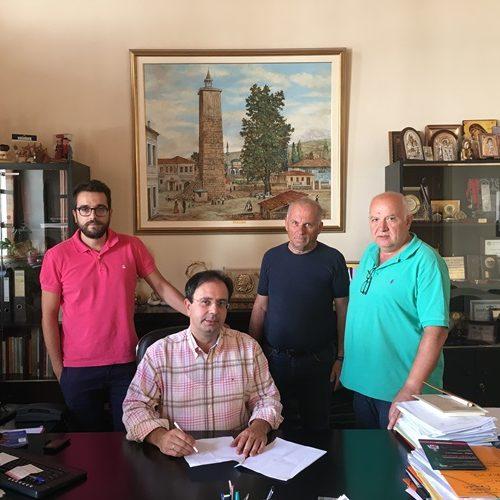 Σύμβαση για την αποκατάσταση του δαπέδου του κλειστού γηπέδου στην Εληά υπέγραψε ο Δήμαρχος Βέροιας