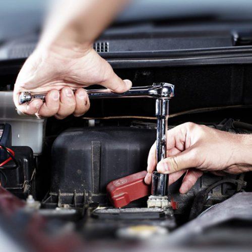 Zητείται μηχανικός  για εργασία σε συνεργείο αυτοκινήτων