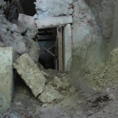 """""""Αρχαιολογικός Χώρος Μαρίνας Νάουσας, Ευρώπης. Ένας Εγκαταλελειμμένος Τάφος και Ντροπή μας"""" του Ηλία Τσέχου"""