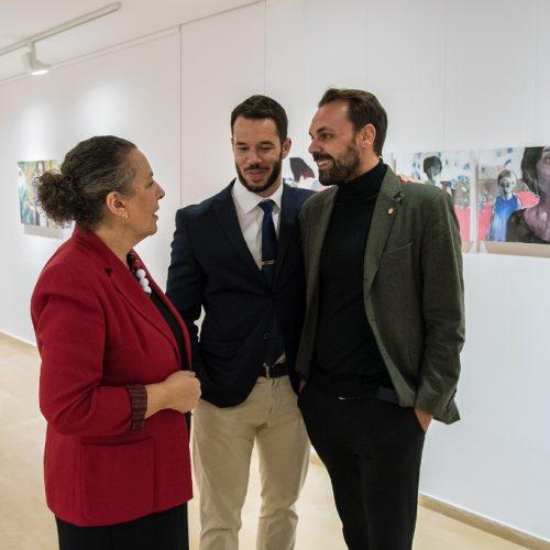 """Εγκαινιάστηκε η έκθεση """"Χρονογραμμή'' της βεροιώτισσας ζωγράφου Φωτεινής Χαμιδιελή στα Ιωάννινα"""
