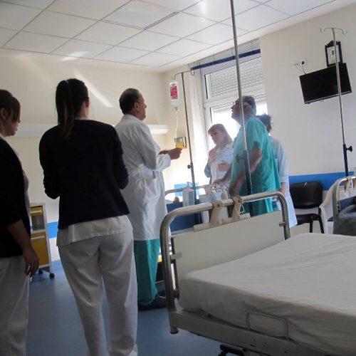 Έπαινοι και ευχαριστίες του ποιητή Ηλία Τσέχου για το Νοσοκομείο της Νάουσας