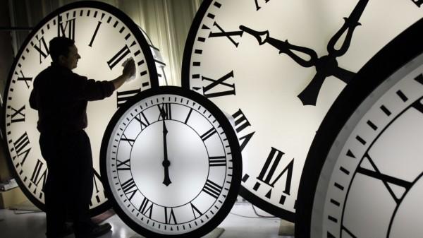 Πλησιάζει η στιγμή που θα πρέπει να γυρίσουμε τα ρολόγια μας μία ώρα πίσω dcfcede88fc