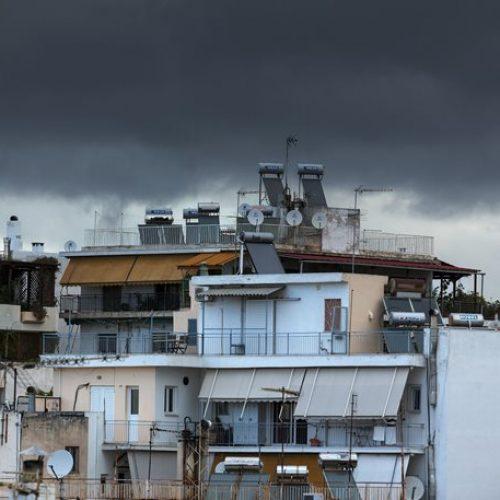 """Οι δαπάνες στέγασης """"γονατίζουν"""" τους Έλληνες"""
