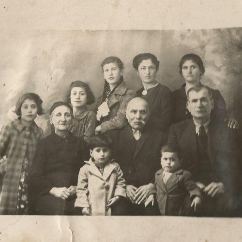 """Αναδιαδρομές:  Το """"Οικογενειακό Δέντρο"""" Μικρασιατικής οικογένειας"""