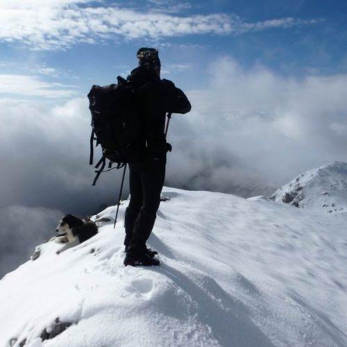 Ανηφορίζοντας το φθινοπωρινό Πίνοβο για την χιονισμένη κορυφή Βίσογκραντ