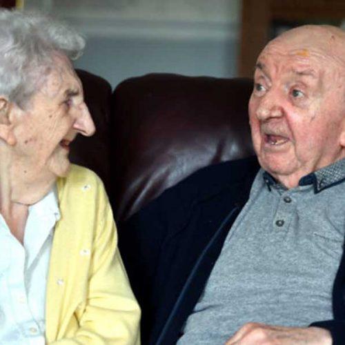 98χρονη μητέρα μετακόμισε σε γηροκομείο για να φροντίζει τον 80χρονο γιο της!